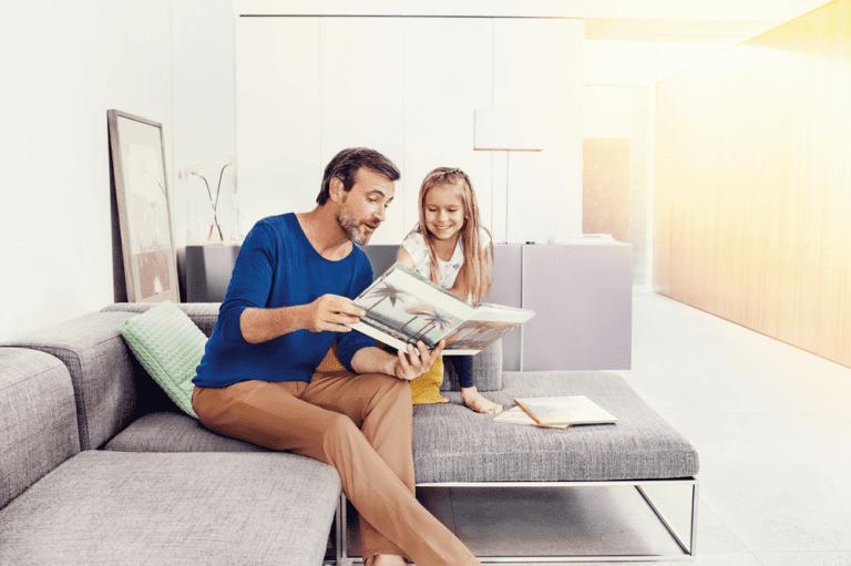 Signia-Nx_father-child-reading-prev