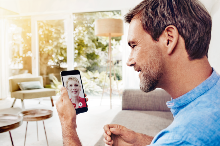 Signia-Nx_man-video-chat-mobile-prev (1)