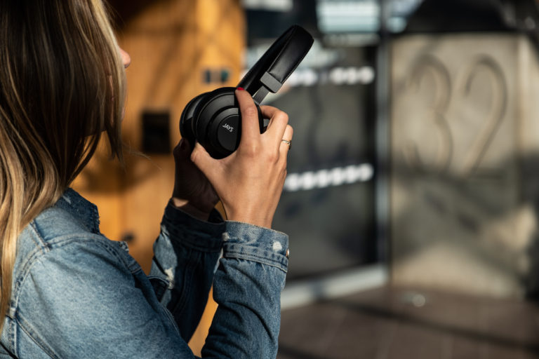 Jays q-Seven Wireless_Lifestyle 10
