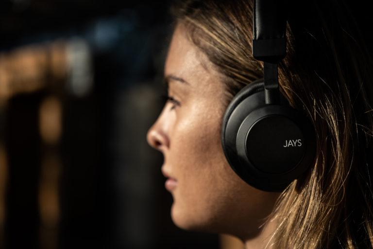 Jays q-Seven Wireless_Lifestyle 7