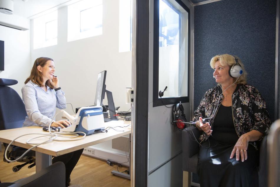 Vi utfører en høyfrekvent hørselstest og avdekker høretersklene dine i hele frekvensområde
